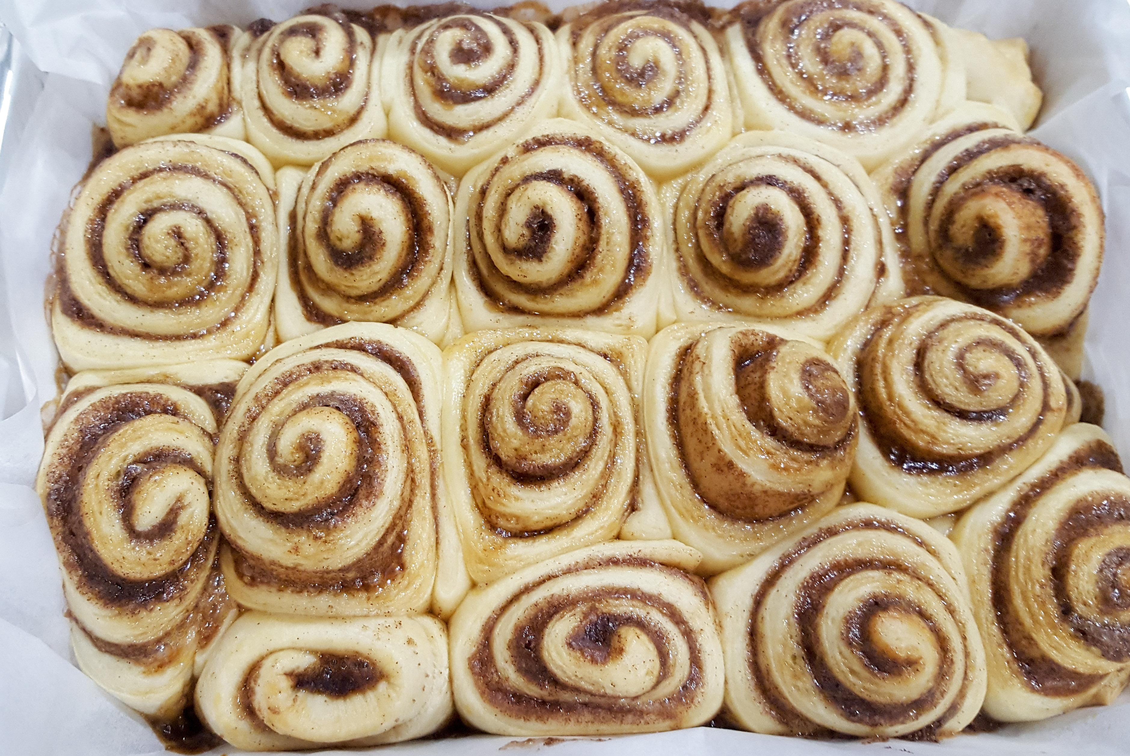 holiday baking, cinnamon buns,